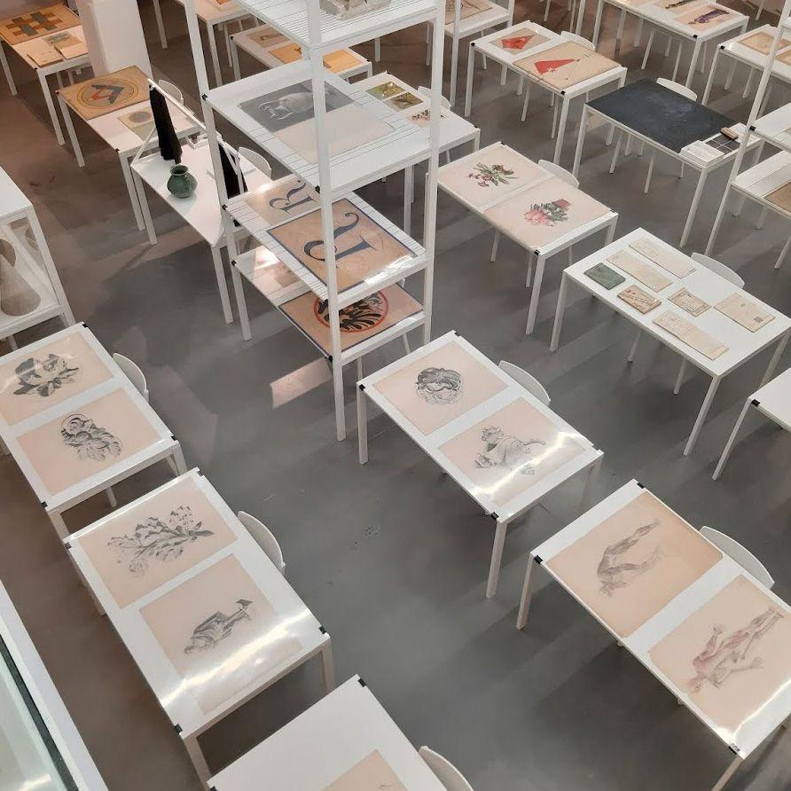 Выставка в музее школьного образования в Голландии, посвященная обучению живописи и рисунку в школе.