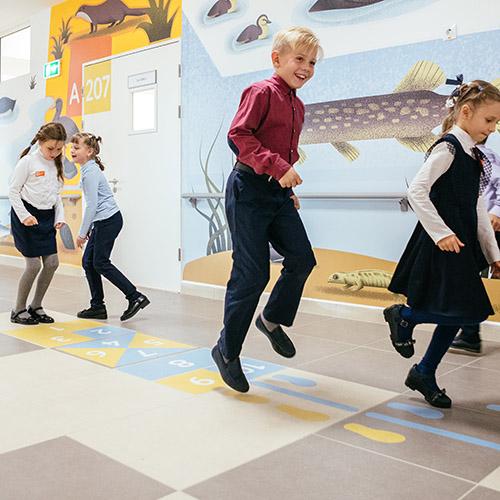 Замечали, как тяжело активным детям сосредоточиться на уроке? Проблемы в нехватке движения, гиподина