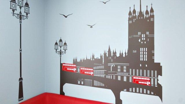 Изображение 3 - оформление стен школы иностранных языков
